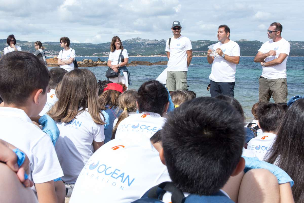 YCCS Clean Beach Day 2018 welcomes more than 70 local school children - NEWS - Yacht Club Costa Smeralda