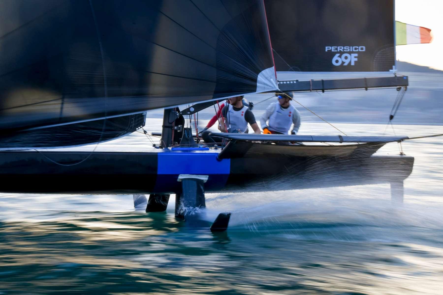 Young Azzurra supera la prima fase di knock out della Youth Foiling Gold Cup - NEWS - Yacht Club Costa Smeralda