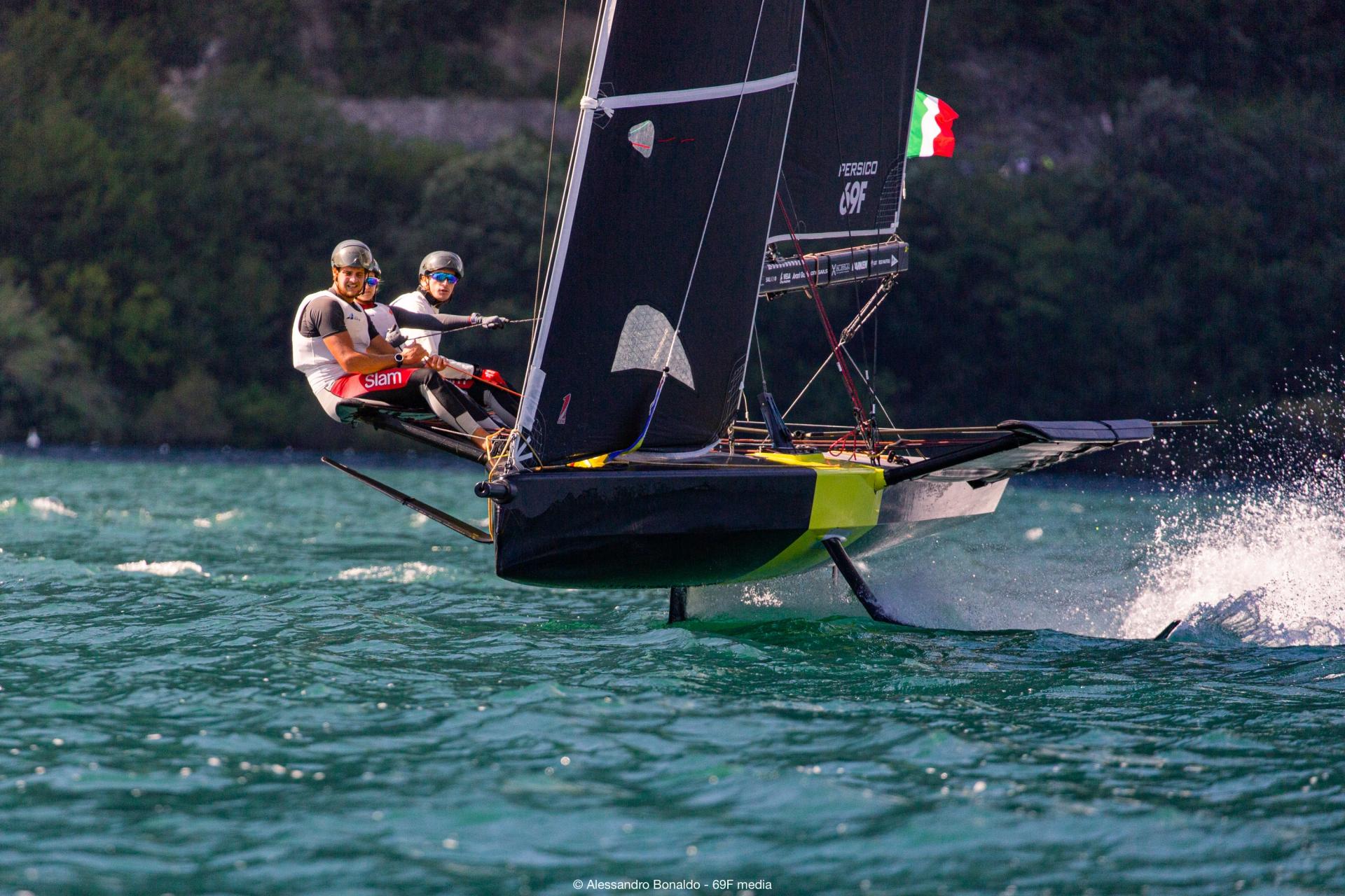 Youth Foiling Gold Cup: Young Azzurra conclude le qualifiche al terzo posto - MEMBER NEWS - Yacht Club Costa Smeralda