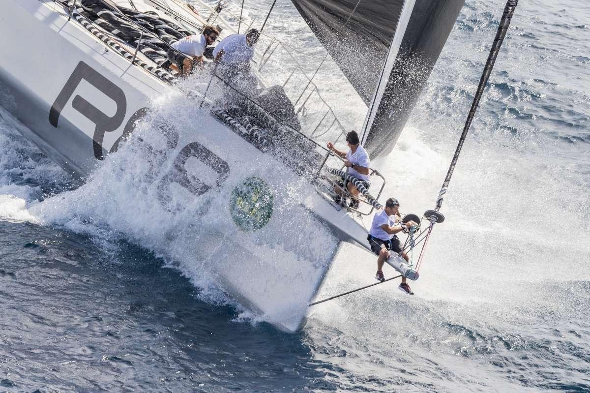 Flotta divisa a meta' dal vento - NEWS - Yacht Club Costa Smeralda